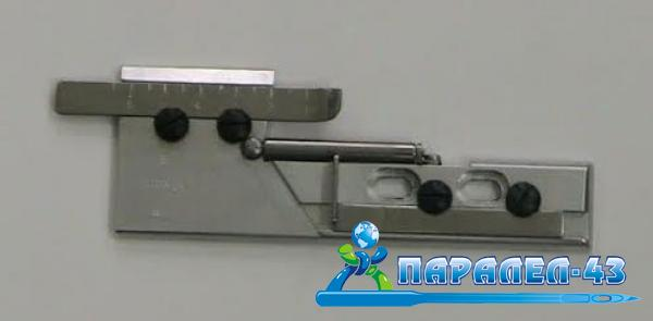 Adjustable attachment used to make single hems for coverstitch sewing machines